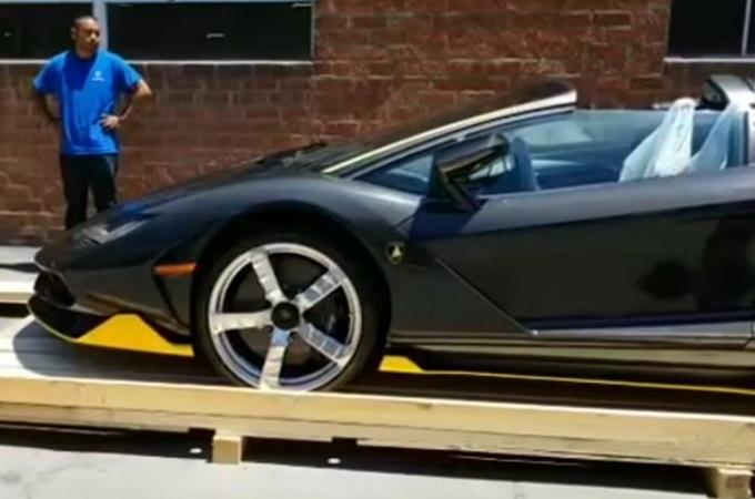 Lamborghini Centenario Roadster: il primo esemplare consegnato negli USA [VIDEO]