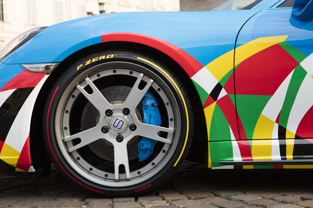 Pirelli al Salone dell'Auto di Torino con una versione artistica dei P Zero Color Edition [FOTO]