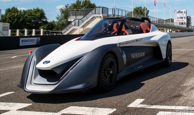 Nissan: in pista a Goodwood per i 70 dal lancio del primo veicolo a zero emissioni [VIDEO]
