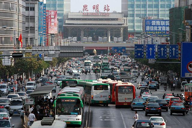 Le big dell'industria automobilistica frenano la Cina sull'elettrico