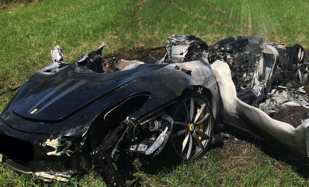 Distrugge una Ferrari 430 Scuderia un'ora dopo averla ritirata [FOTO]