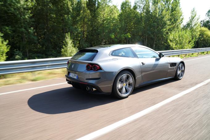 Ferrari GTC4Lusso, quando la supercar è per tutti i giorni [VIDEO PROVA SU STRADA]