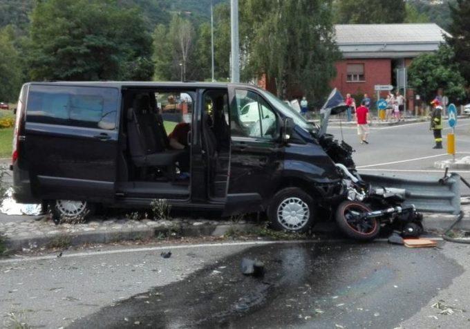 Val Susa, dopo una lite per la viabilità travolge una moto col suo furgone e uccide una ragazza