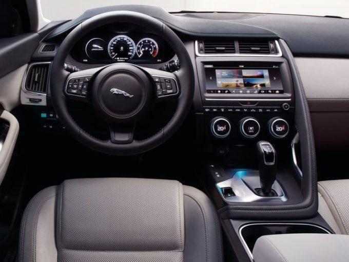 Jaguar E-PACE: infotainment e connettività ai massimi livelli