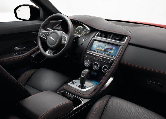 Jaguar E-PACE: abitabilità, spaziosità e praticità al top [FOTO]