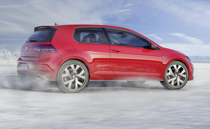 Volkswagen Golf, ottava generazione: maggior potenza e minor peso per le versioni GTI e R