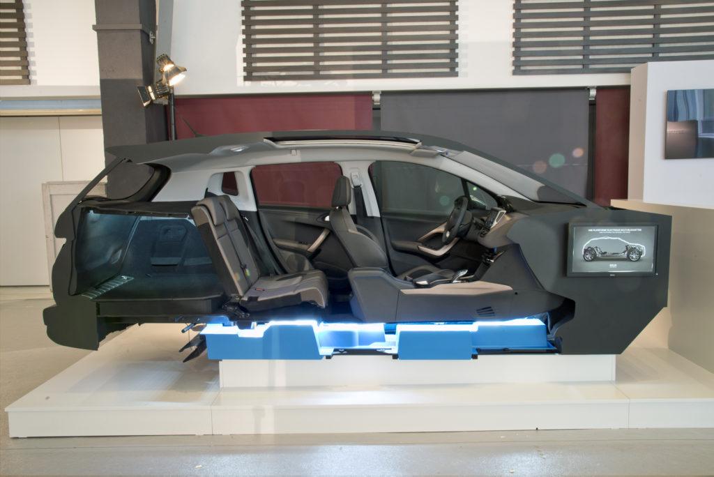 PSA, l'innovazione e il futuro passano dai veicoli elettrici [FOTO e VIDEO]