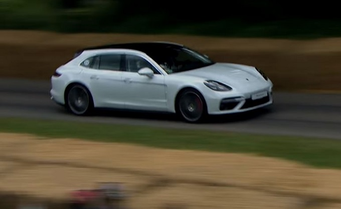 Porsche Panamera Sport Turismo, la sportività wagon in azione a Goodwood [VIDEO]