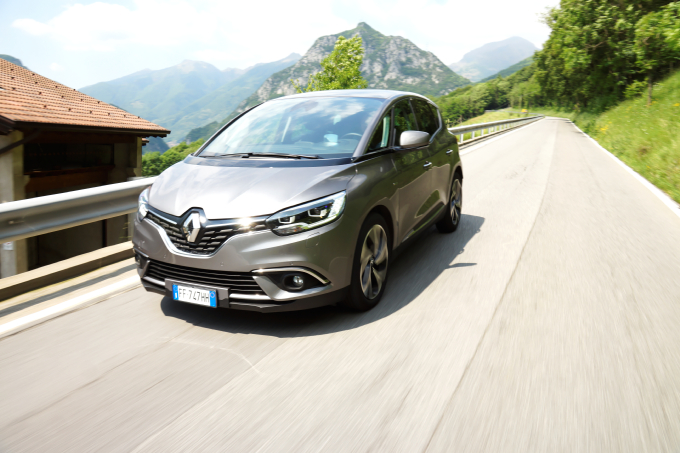 Renault Scenic, c'è spazio per la famiglia! [VIDEO PROVA SU STRADA]