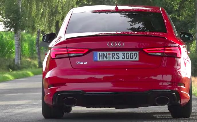 Audi RS3 Sedan 2017: spinge fino ai 284 km/h con i 400 cv [VIDEO]