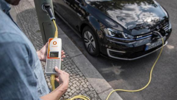 Auto elettriche: i lampioni di Londra saranno punti di ricarica