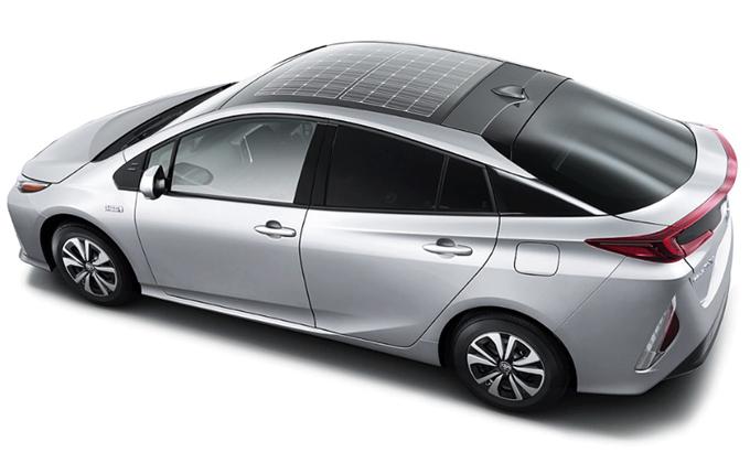 Toyota Prius PHV: l'ibrida con i pannelli solari Panasonic