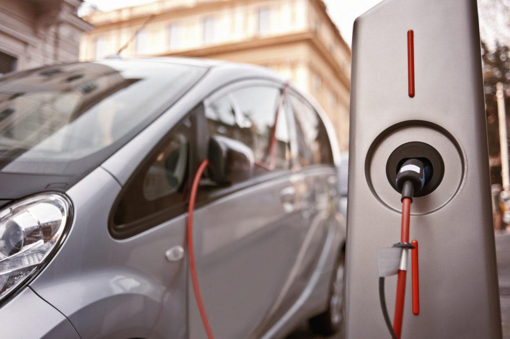 Rete di ricarica per veicoli elettrici in Italia, c'è l'ok del Cipe