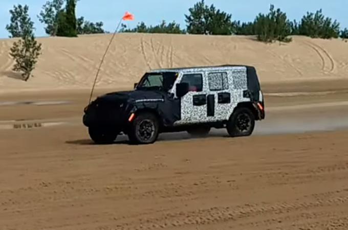Jeep Wrangler MY 2018: test sulle dune di sabbia [VIDEO SPIA]
