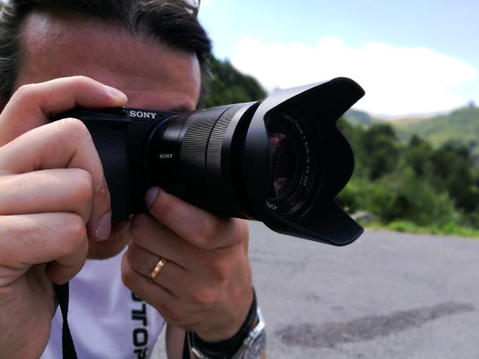 Carshooting: Sony A6300, la piccola che vuol fare la grande [RECENSIONE]