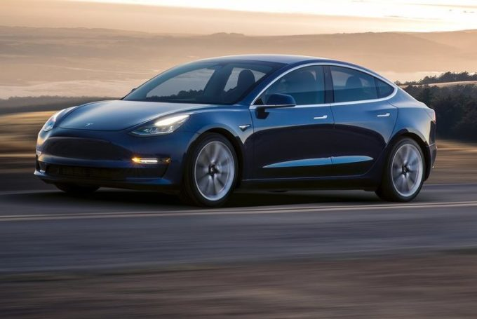Tesla Model 3, nel 2018 arriverà una variante ad alte prestazioni
