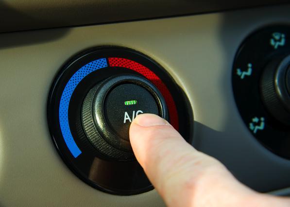 Climatizzatore in Auto: come impostarlo per evitare torcicollo, raffreddore e altri malanni