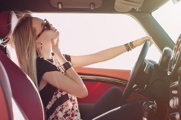 Vacanze in Auto: come evitare le scottature e il colpo di calore