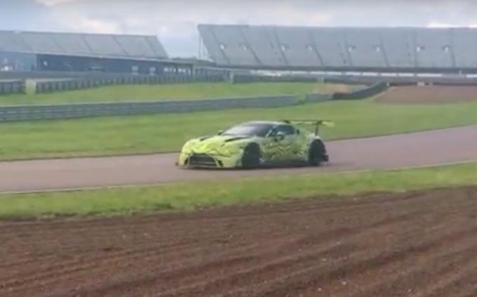 Aston Martin GTE Vantage Racer: dal circuito alla strada [FOTO SPIA]