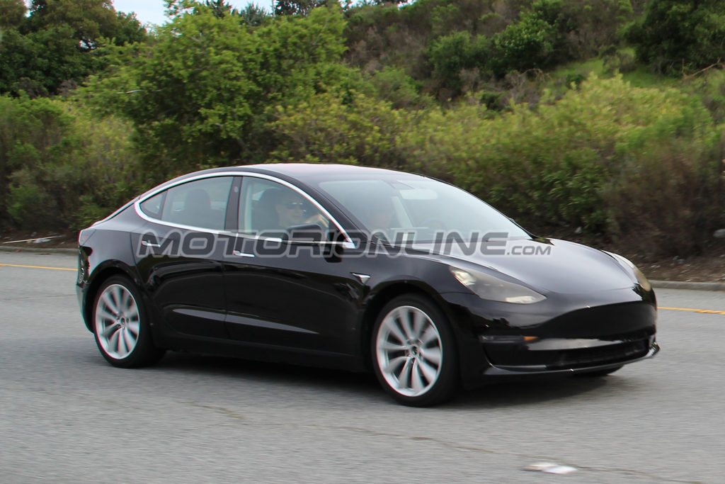 Tesla: Model 3 e Model Y potrebbero rappresentare il 50% delle auto elettriche in circolazione nel 2020