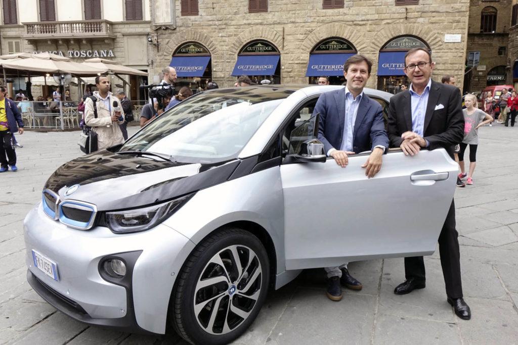 BMW i3: consegnato un esemplare dell'elettrica al Sindaco di Firenze