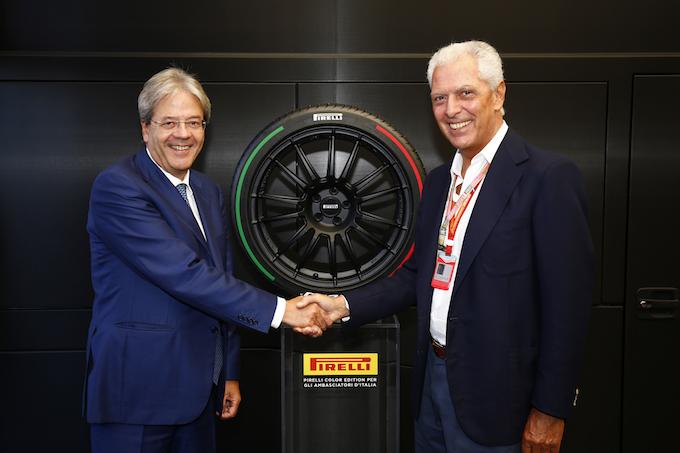 Pirelli Tricolore protagonista della stretta di mano tra Paolo Gentiloni e Marco Tronchetti Provera