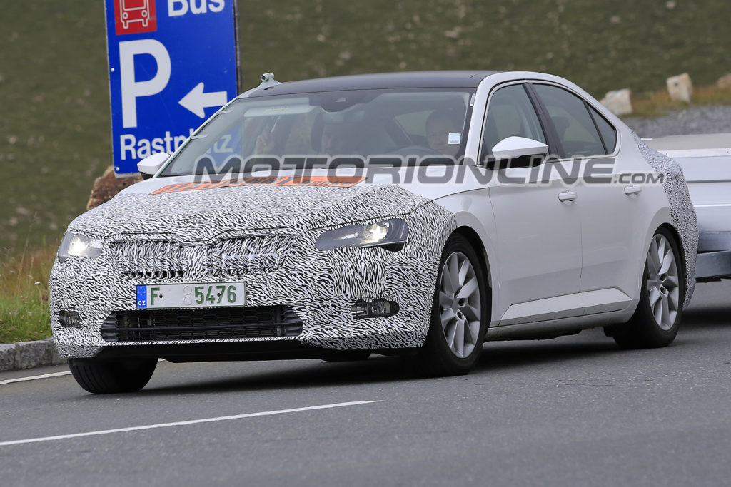 Škoda Superb: leggero restyling in vista [FOTO SPIA]
