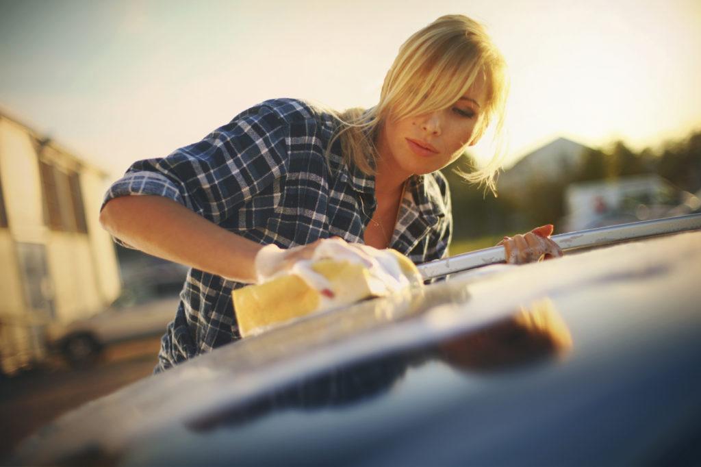 Carrozzeria auto: come rimuovere la resina senza fare danni