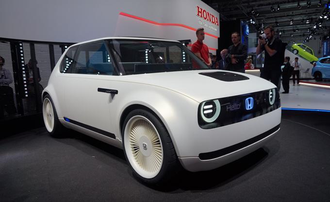 Honda Urban EV Concept al Salone di Francoforte: tracciata la strada verso un futuro elettrico [FOTO LIVE]