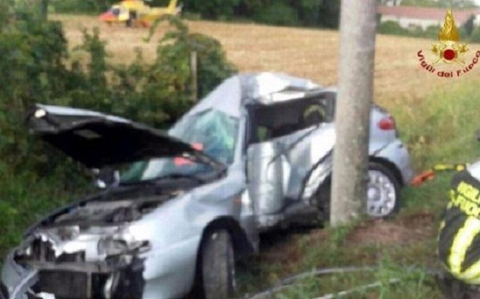 Giovane fa una diretta Facebook mentre guida, poco dopo si schianta e muore sul colpo