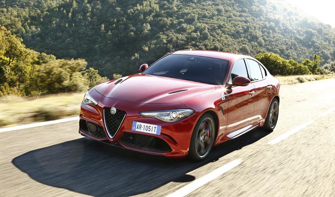 """Alfa Romeo Giulia: doppio successo agli """"Sport Auto AWARD 2017"""""""