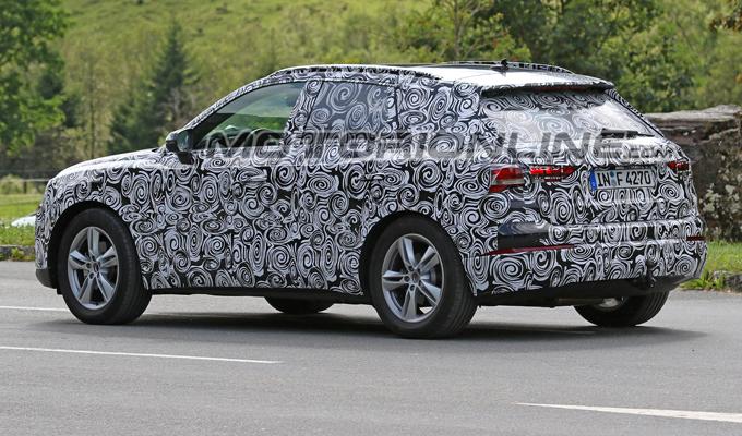 Audi Q3 2019: potrebbe essere proposta anche in varianti ibrida plug-in ed elettrica [FOTO SPIA]