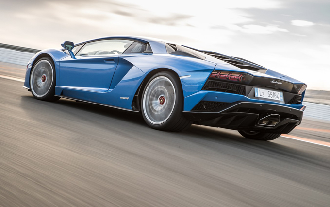 Lamborghini: fra aspirato e ibrido plug-in