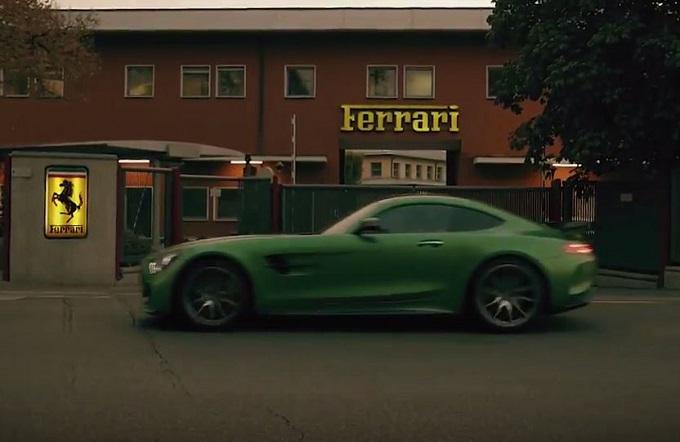 Mercedes AMG GT R a Maranello: così la Stella rilancia la sfida in F1 alla Ferrari [VIDEO]