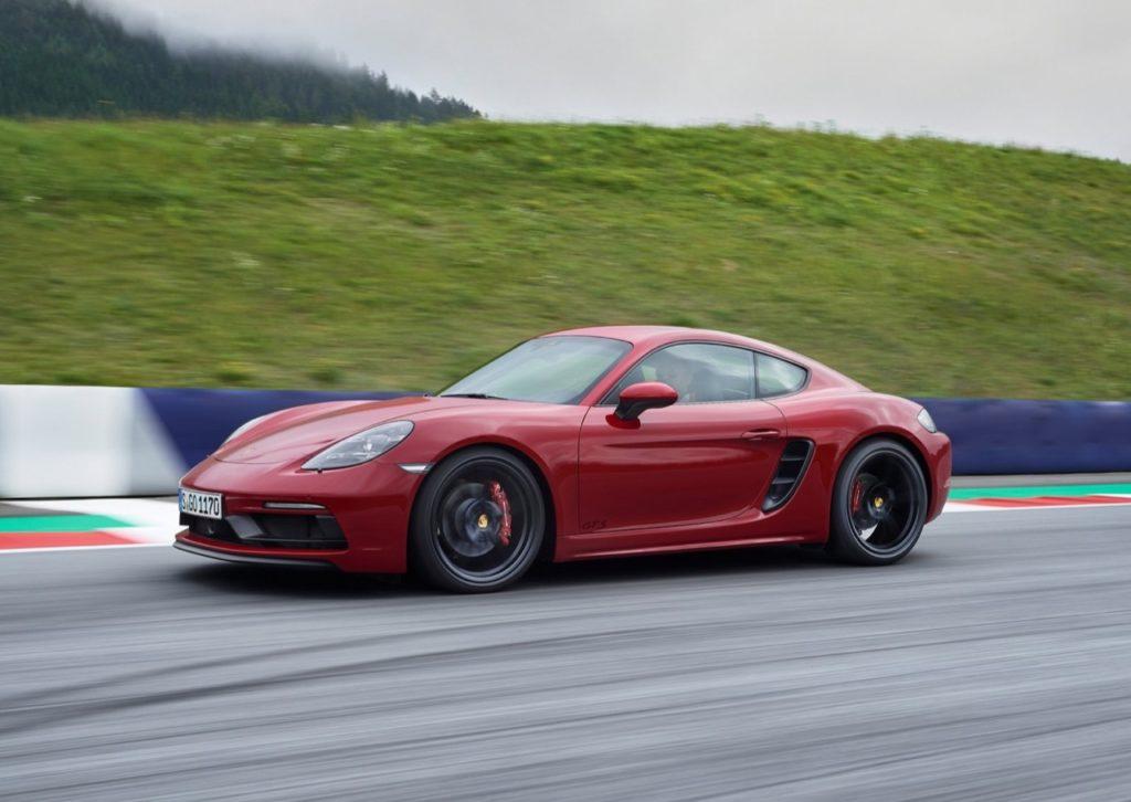 Porsche 718 GTS, i nuovi modelli sportivi di Cayman e Boxster in azione [VIDEO]