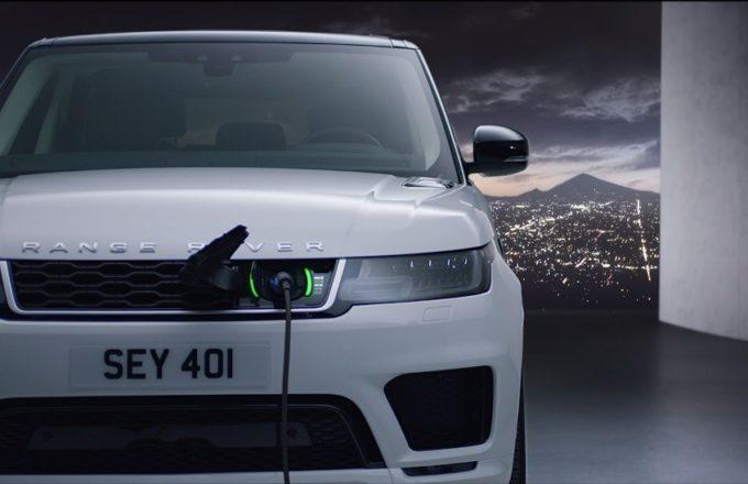 Range Rover Sport P400e, l'efficienza dell'ibrido segna la nuova era del SUV britannico [VIDEO]