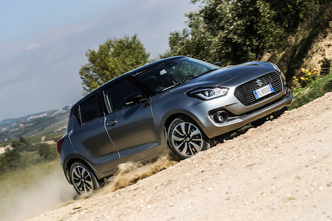 Nuova Suzuki Swift Hybrid 4WD, senza paure con l'Allgrip [VIDEO TEST DRIVE]