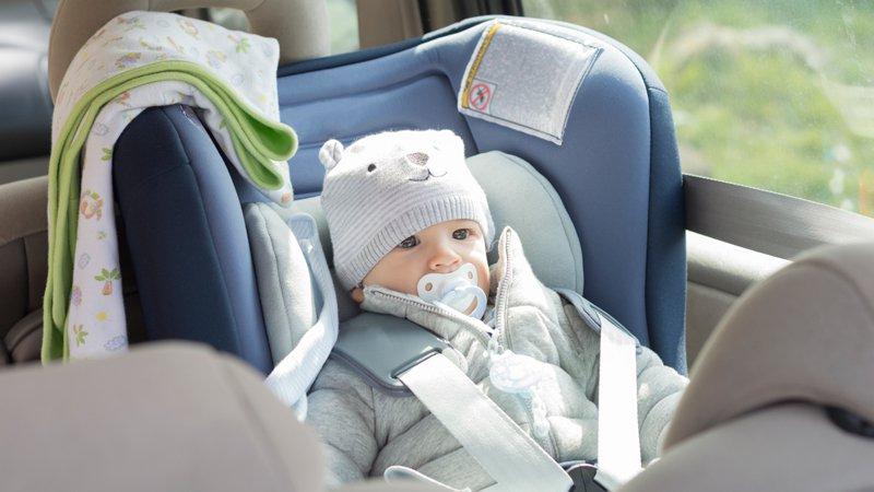 Bambini in auto: come prevenire influenza e raffreddori