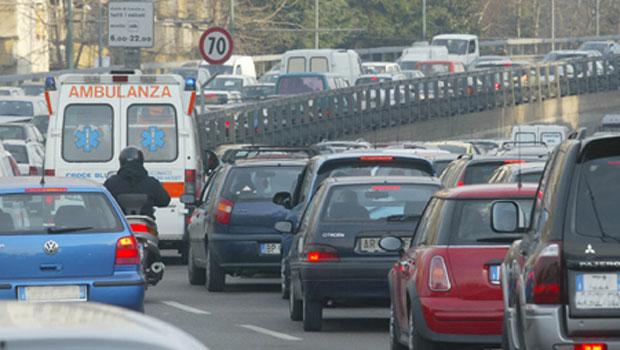Il valore delle polveri sottili supera i 50 µg: arriva il blocco auto a Milano