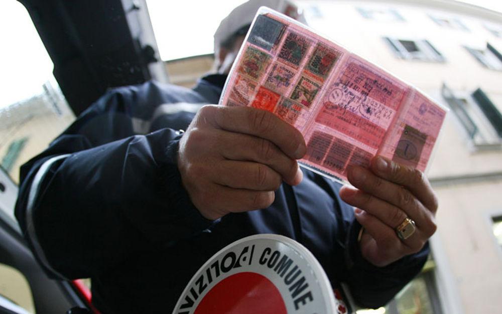Guida senza patente: le regole e le multe