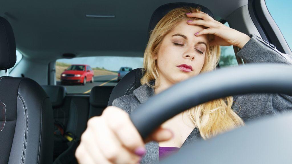 Mal di testa in auto: come evitare la cefalea al volante
