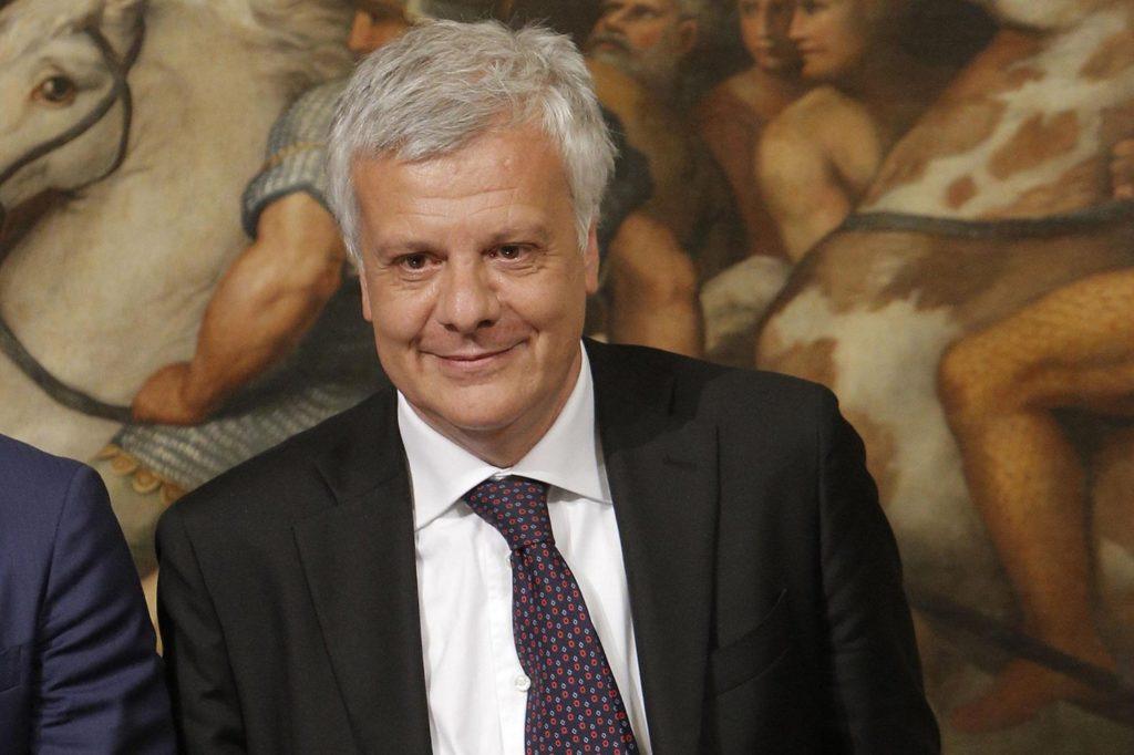 """Incentivi auto, il ministro Galletti: """"Potrebbero esserci nella prossima legge di bilancio"""""""