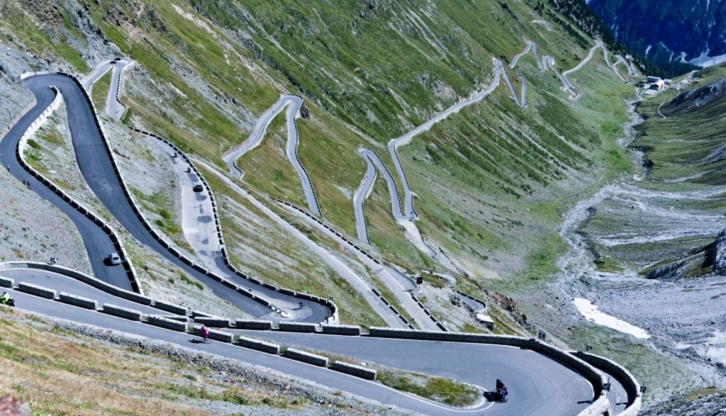 Top 10: i passi di montagna più belli da percorrere in auto