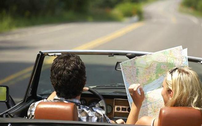 Viaggiare all'estero in auto: i consigli per evitare problemi