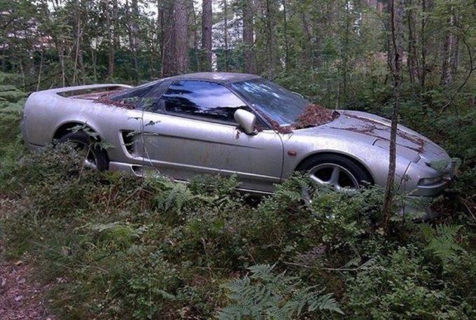 Honda NSX: ritrovato un esemplare abbandonato in Russia