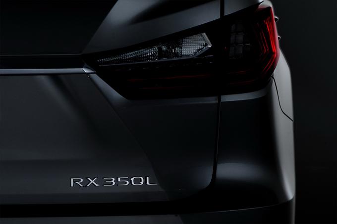 Lexus RXL: a Los Angeles debutterà il nuovo SUV a 3 file di sedili [TEASER]