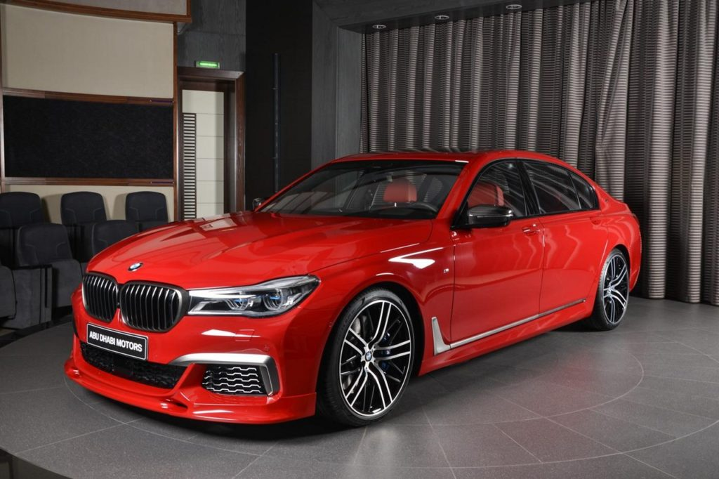 BMW M760Li: il nuovo colore è l'Imola Red [FOTO]