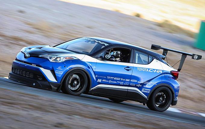 Toyota C-HR R-Tuned: il CUV più veloce al mondo sogna il Nurburgring