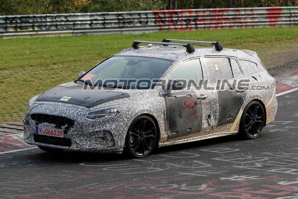 Ford Focus Wagon: il nuovo modello sarà più sportivo ma non rinuncerà allo spazio [VIDEO SPIA]
