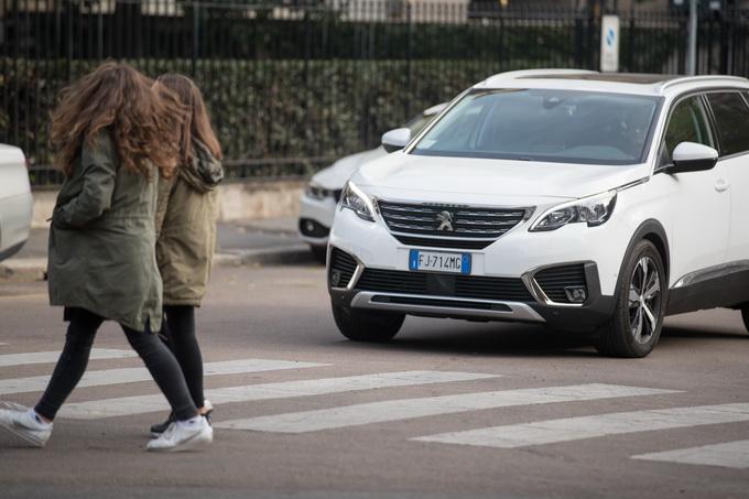 """Peugeot 5008, la """"suvvizazione"""" della gamma si completa [PROVA SU STRADA]"""